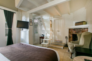 Queen Bedroom Picture 3